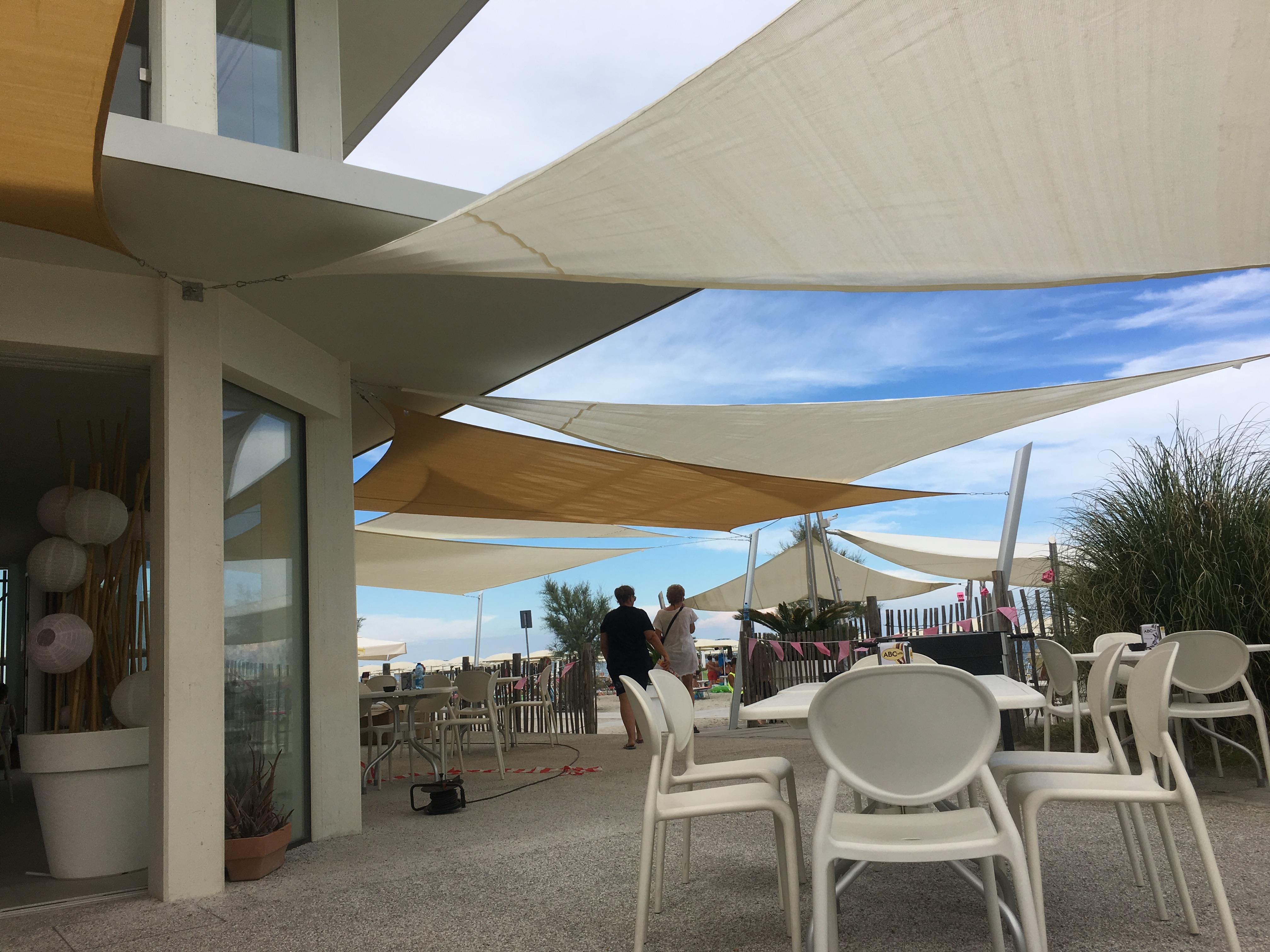 wassedichte dreieckige Sonnensegel für Außenbereich von Café